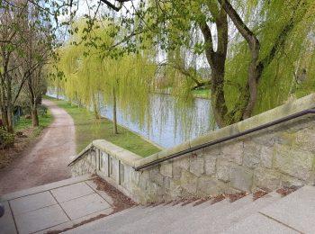 Aufnahme einer Fußgängertreppe am Ufer des Alsterlaufs