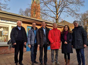 Foto mit Abgeordneten auf dem Blankeneser Marktplatz